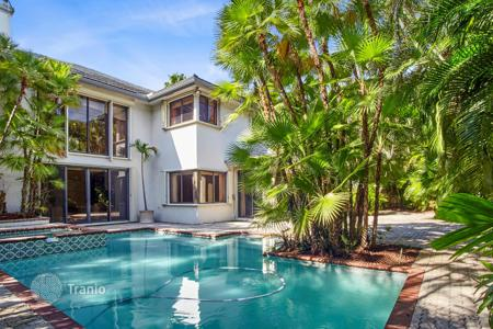 Luxury residential for sale in North America. Villa with a pool, a garden and a garage in North Miami Beach, Florida