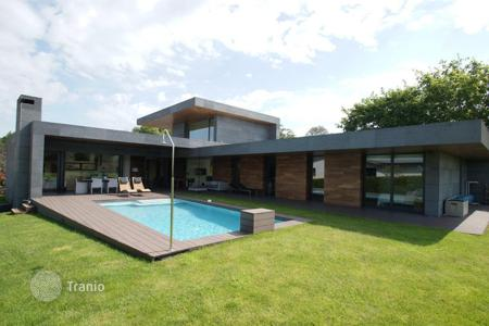 Houses with pools for sale in Asturias. Villa – Gijón, Asturias, Spain