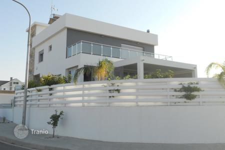 3 bedroom houses by the sea for sale in Livadia. Three Bedroom Detached House with Basement
