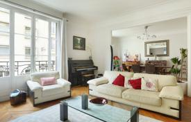 Luxury 4 bedroom apartments for sale in Paris. Paris 16th District – An elegant 7-room family apartment