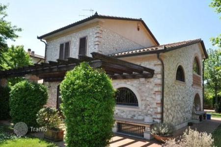 Luxury 3 bedroom houses for sale in Tuscany. Villa – Forte dei Marmi, Tuscany, Italy