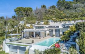 Residential for sale in Le Cannet. Modern villa with a swimming pool, a Japanese garden, a terrace and panoramic sea and mountain views, Le Cannet, France