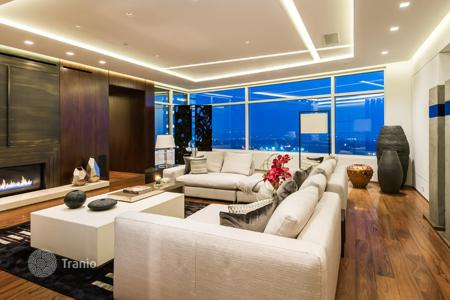 Luxury apartments for sale in North America. Designer apartment in Los Angeles, USA. Flat with terraces and a private elevator, in a full-service residetial complex