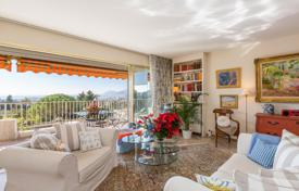 2 bedroom apartments for sale in Provence - Alpes - Cote d'Azur. Apartment with a large terrace and spacious rooms, Cannes, France