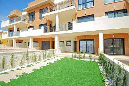 Apartments with pools for sale in La Zenia. Ground floor apartment with garden in La Zenia area