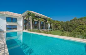 Luxury houses with pools for sale in Costa del Sol. Amazing Modern Villa in La Zagaleta, Benahavis