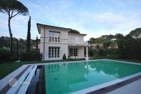 Houses with pools by the sea for sale in Tuscany. Villa – Tuscany, Italy