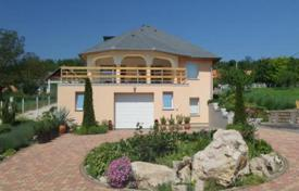 3 bedroom houses for sale in Zala. Three-level villa with a garage and a large plot of land near the lake Balaton, Hungary. Rare offer!