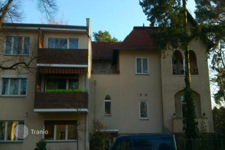 2 bedroom apartments for sale in Germany. Two-bedroom apartment with a balcony in Berlin, an elite district Schmargendorf
