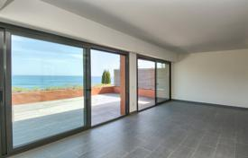 Apartments with pools for sale in Costa Brava. Modern apartment with a spacious terrace and a sea view, in a new residential complex with a swimming pool and a garden, Begur, Spain