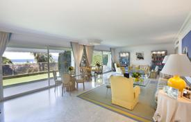 5 bedroom apartments for sale in Provence - Alpes - Cote d'Azur. Apartment with a terrace, in a residence with a garden, a parking and a tennis court, Cannes, Côte d'Azur, France