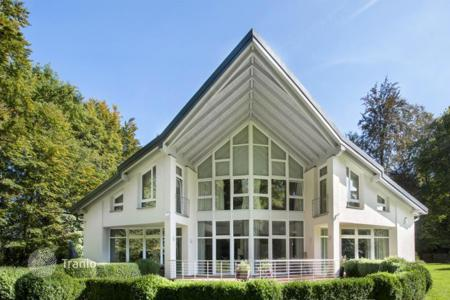 Luxury 3 bedroom houses for sale in Germany. Stylish villa in a green area of Munich suburb