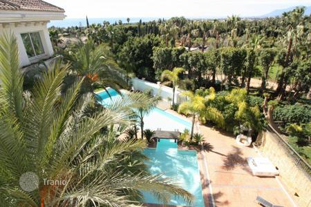 Luxury 3 bedroom apartments for sale in Andalusia. Penthouse for sale in Rocio de Nagüeles, Marbella Golden Mile