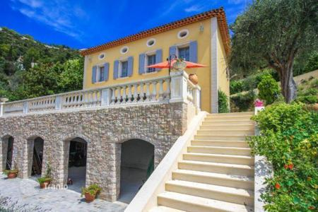Luxury 5 bedroom houses for sale in Èze. Villa with magnificent views of the sea and the medieval castle of Eze Village