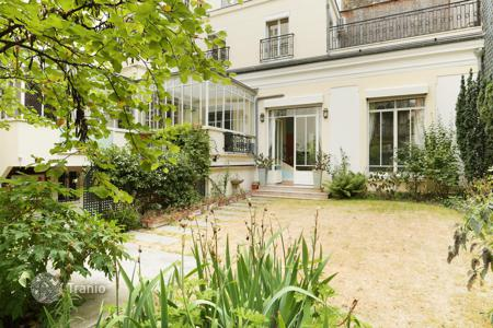 Luxury 5 bedroom apartments for sale in 16th arrondissement of Paris. In the very desirable La Muette area in the capital's prestigious 16th District