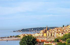 Houses with pools for sale in Menton. Charming villa with panoramic sea views in the village of Garavan