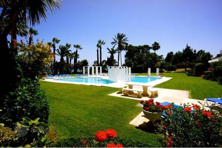 4 bedroom apartments for sale in Estepona. Ground Floor Apartment for sale in Andalucia Beach, Estepona