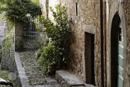 3 bedroom houses for sale in Tuscany. Medieval country house in Pescia, Italy