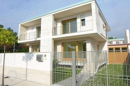 Coastal houses for sale in Lido di Camaiore. Detached house – Lido di Camaiore, Tuscany, Italy