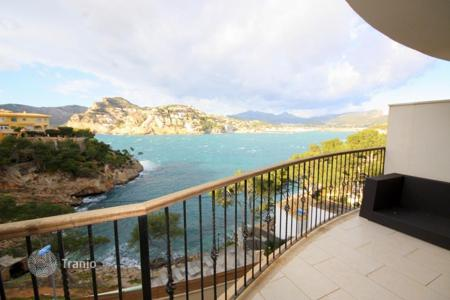2 bedroom apartments for sale in Majorca (Mallorca). Modern apartment with views over the sea and the mountains in Puerto Andratx, Majorca, Balearic Islands, Spain