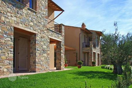 Residential for sale in San Casciano dei Bagni. PORTION OF NEW BUILT VILL FOR SALE IN TUSCANY — FOCAIOLE ALTA