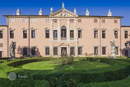 Luxury houses for sale in Veneto. Villa - Vicenza, Veneto, Italy