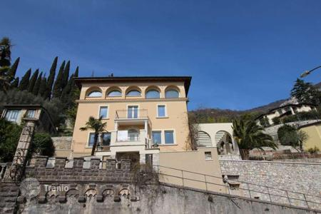 Residential for sale in Gargnano. Historic villa with renovation project, in Gargnano, Italy