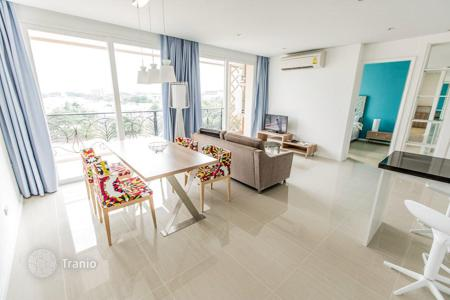 Condos for sale in Thailand. Furnished apartment in a stylish residence with a park and a large pool with jacuzzis and water slides, at 350 m from the beach, Pattaya