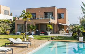 Houses with pools for sale in Sant Vicenç de Montalt. Villa – Sant Vicenç de Montalt, Catalonia, Spain