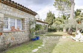 4 bedroom houses for sale in Biot. Villa with a plot, a terrace, a separate guest apartment and a parking, Biot, France