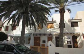 Coastal townhouses for sale in Costa Blanca. Comfortable townhouse with a sea view, a garden, a patio and a barbecue in a residential complex with a swimming pool, La Veleta, Spain