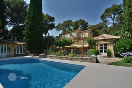 5 bedroom houses for sale in Antibes. Superb design property — Gated domain