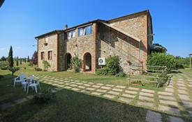 Houses for sale in Umbria. Farmhouse for sale in Umbria on the border with Tuscany