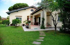 6 bedroom houses by the sea for sale in Italy. Villa – Tuscany, Italy