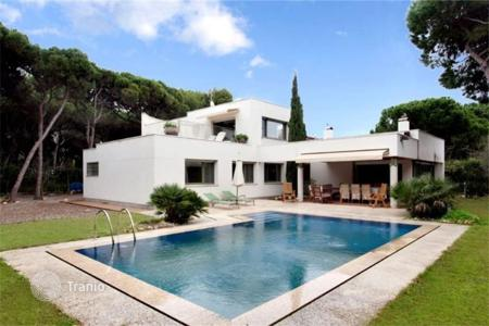 Houses with pools for sale in Catalonia. Villa - Gava, Catalonia, Spain