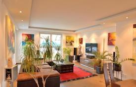 Residential for sale in Baden bei Wien. Modern house with garden, swimming pool and terrace, Traiskirchen, Austria