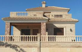 4 bedroom houses by the sea for sale in Costa Blanca. Detached house of 4 bedroom with private pool in Torre de la Horadada