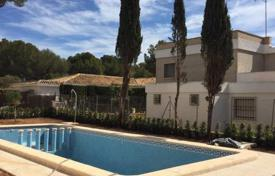 3 bedroom houses by the sea for sale in Costa Blanca. Spacious villa with swimming pool and terrace, Orihuela Costa, Spain