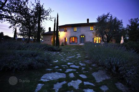 Luxury 6 bedroom houses for sale in Tuscany. Country house for Sale in Tuscany, Cetona