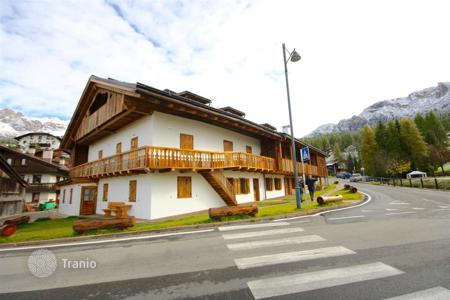 Luxury 2 bedroom apartments for sale in Italy. Apartment – Cortina d'Ampezzo, Veneto, Italy
