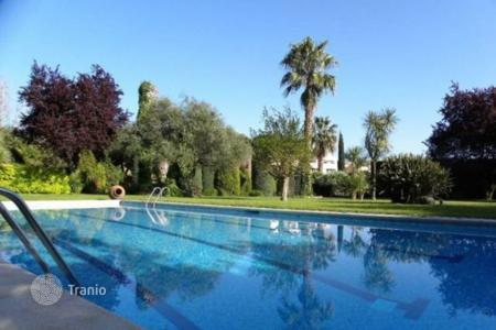 Houses with pools for sale in Canet de Mar. Villa – Canet de Mar, Catalonia, Spain