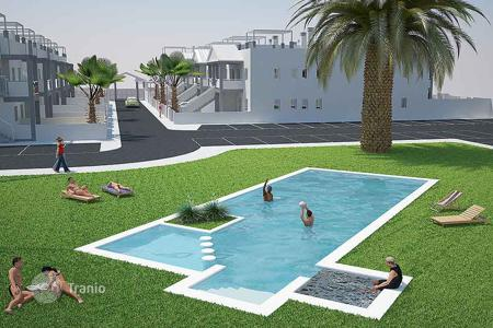Cheap houses for sale in Alicante. Orihuela Costa, Los Almendros. Top bungalows of 60 m² with 2 bedrooms and 2 bathrooms