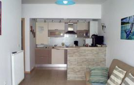 Cheap residential for sale in Istria County. Furnished apartment with a large terrace, within walking distance from the sea, Banjole, Croatia