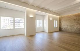 Luxury 3 bedroom apartments for sale in Spain. Modern renovated three-bedroom apartment in the city center, Barcelona, Spain