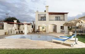 Houses with pools by the sea for sale in Heraklion. Villa – Heraklion, Crete, Greece
