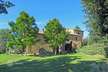 Houses for sale in Umbria. Farmhouse in Pacha, Perugia, Italy