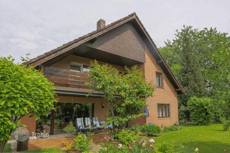 Houses for sale in North Rhine-Westphalia. Spacious country house for working and living in Rodenkirchen- Weiß, Cologne