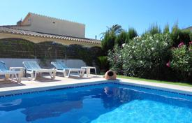 3 bedroom houses for sale in Roses. Villa with a beautiful swimming pool, a terrace and a garden, Roses, Spain