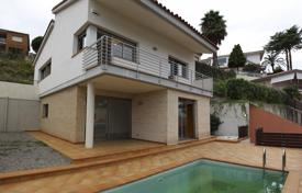 Apartments with pools for sale in Sant Pol de Mar. New house in Sant Pol de Mar