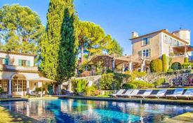 Luxury houses with pools for sale in Saint-Paul-de-Vence. Stately mansion of the XV century around Saint-Paul-de-Vence